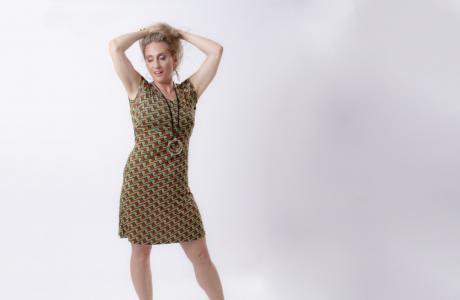 שמלת הנקה מעטפת בבד עם הדפס גאומטרי ירוק