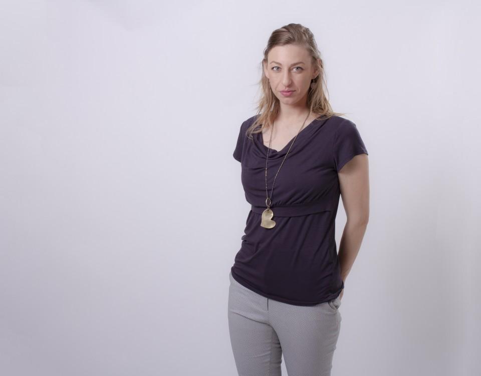 חולצת הנקה רבידות בצבע אפור כהה שרוול קצר