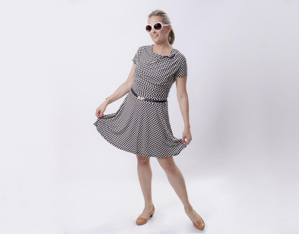 שמלת הנקה רבידות נקודות שרוול קצר
